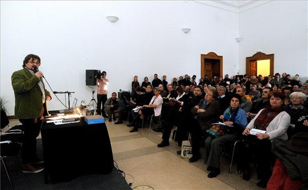 Gulyás Gábor beszéde (MTI Fotó: Földi Imre)