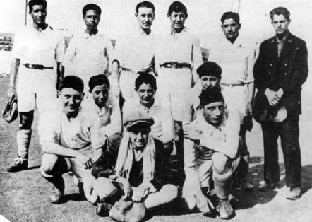 Albert Camus (legelöl) Észak-Afrika egyik legjobb korabeli labdarúgócsapatában