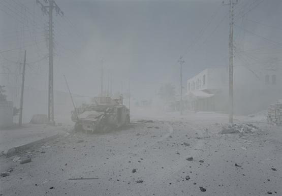 Fosztogatók - 2012. január 17., Port-au-Prince, Haiti ˆ Luc Delahaye, Prix Pictet Ltd