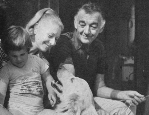 Sinkovits Imre és Gombos Kati és két kedvencük (Fotó: retronom.hu)