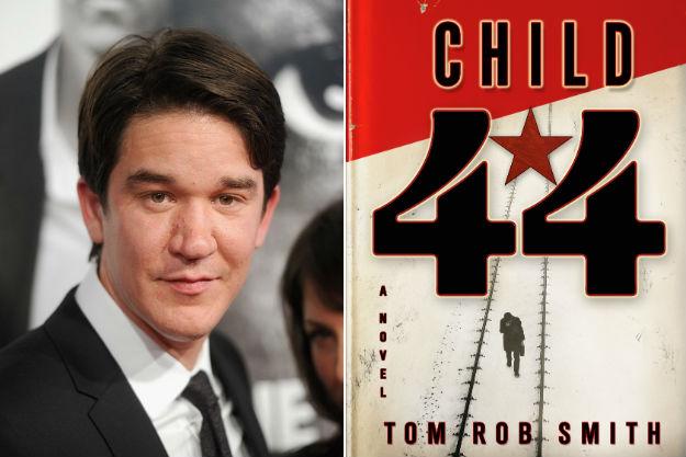 Daniel Espinosa és a Child 44 regényborító (Fotó: screencrush.com)