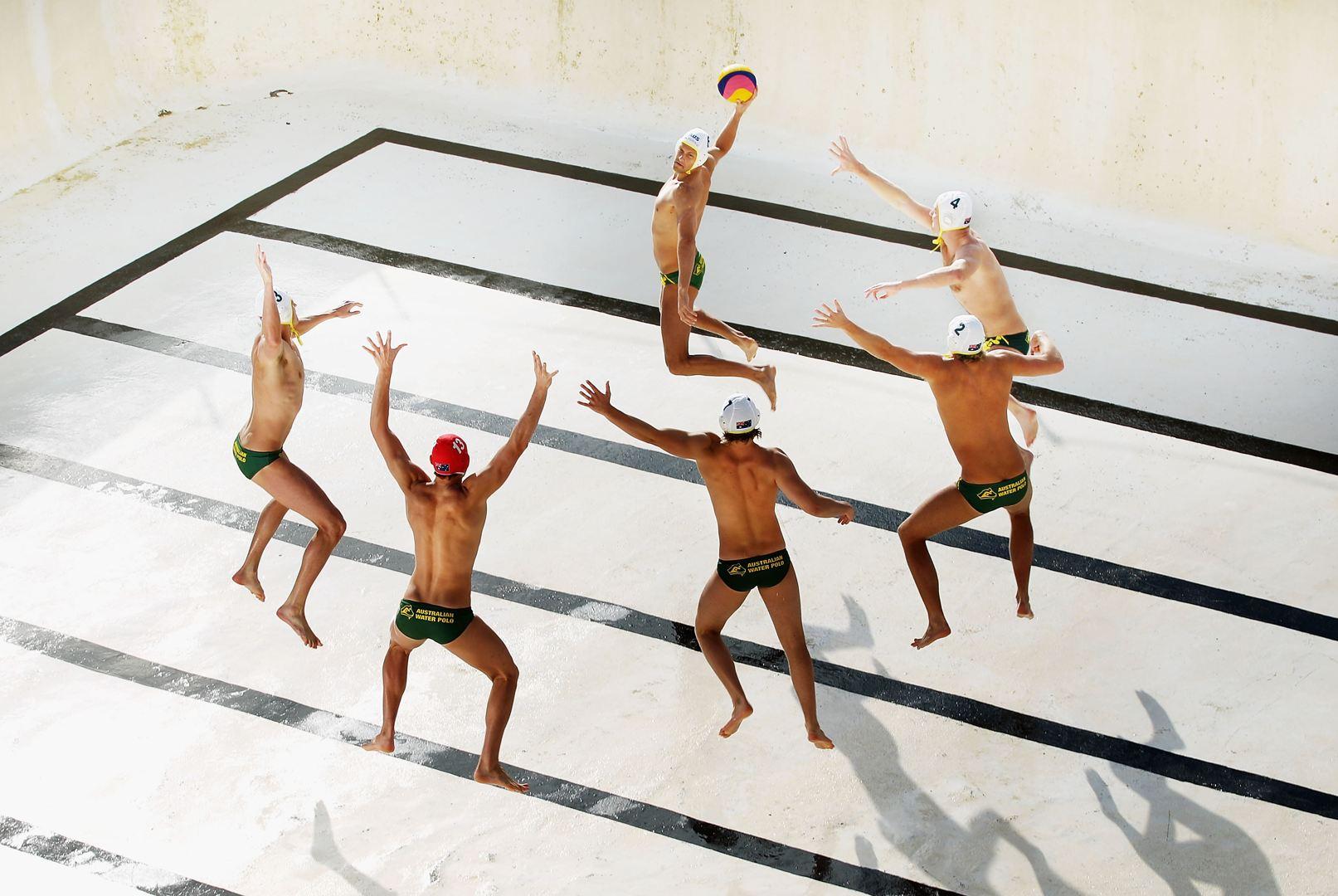 Az ausztrál férfi vízilabda-válogatott, üres medencében (Fotó: Ryan Pierse)