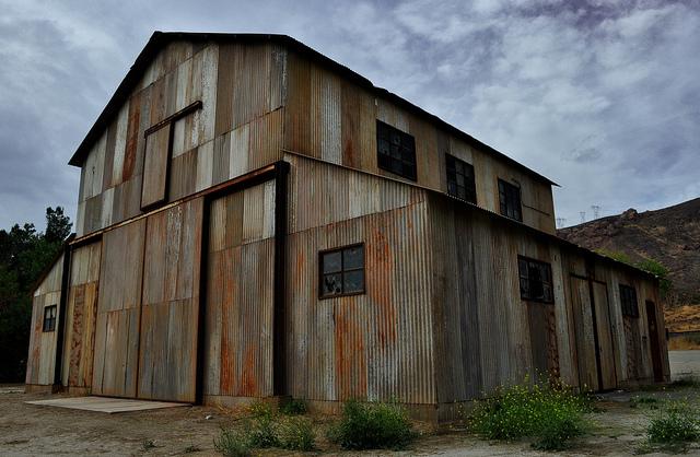 Elhagyatott épület a baleset helyszínén, a Polsa Rosa Ranch-en