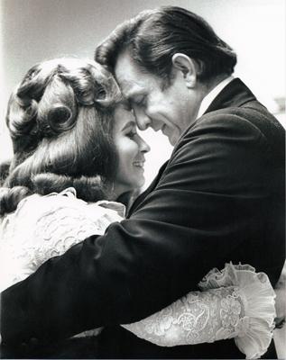 June Carter és Johnny Cash - partnerek a művészetben és az életben (Fotó: achievement.org)
