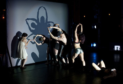 A kulisszák mögött (Fotó: John Kane, shadowland-show.net)