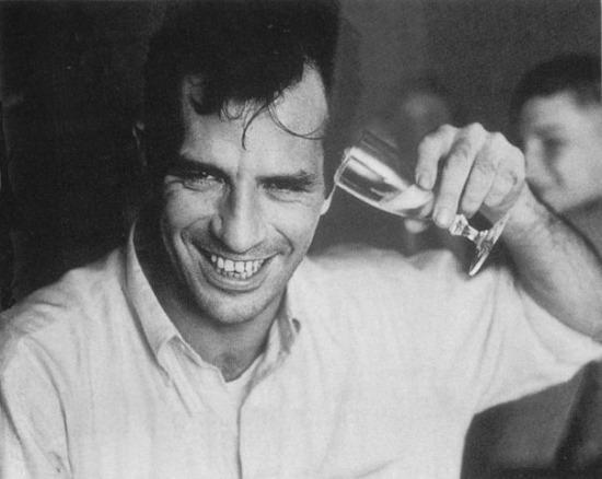 Jerry Yulsman: Jack Kerouac az alternatív alkoholbevitel lehetőségeit kutatja,  New York, 1958