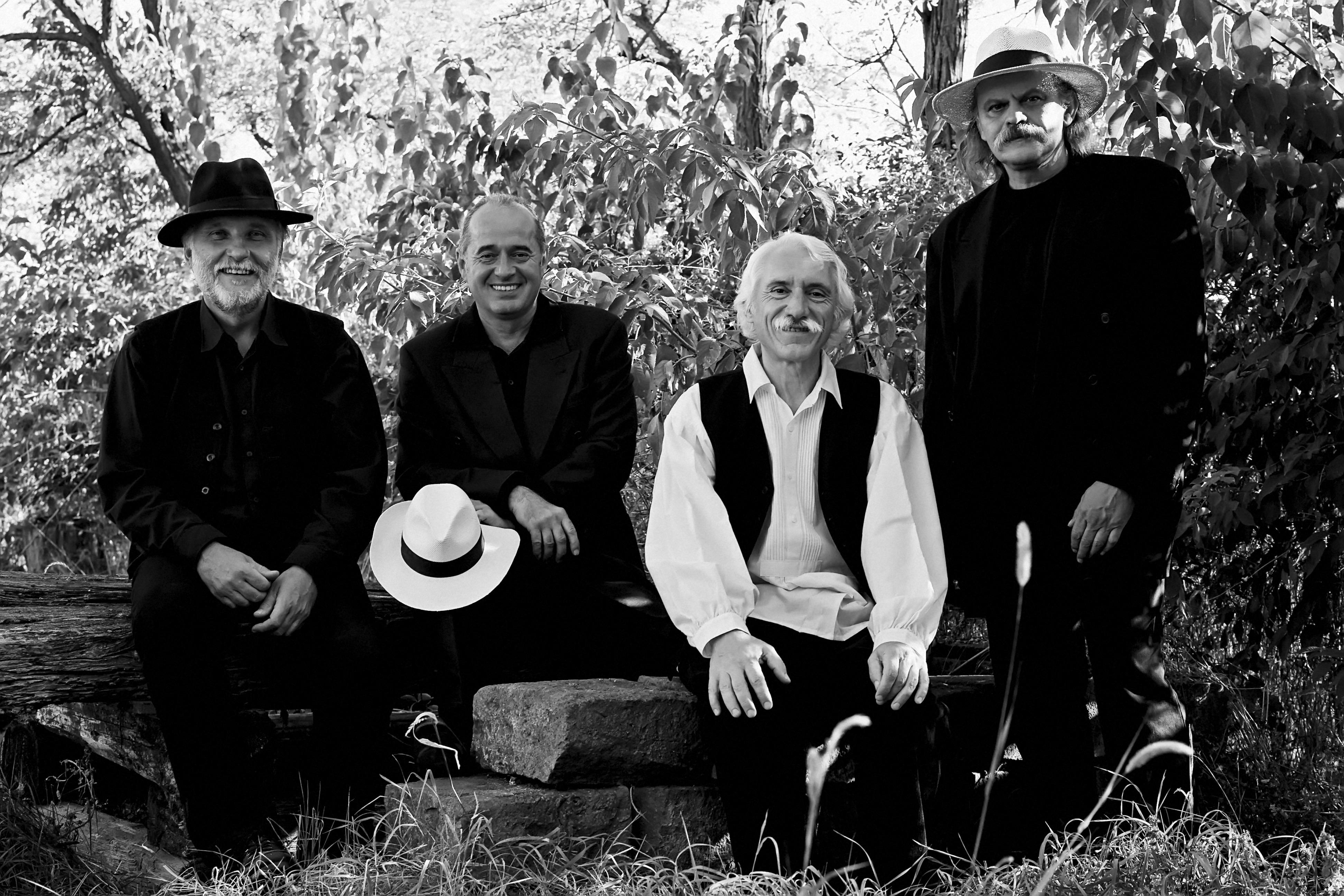 A magyr folk-supergroup: Hamar Dániel, Porteleki László, Sipos Mihály és Éri Péter