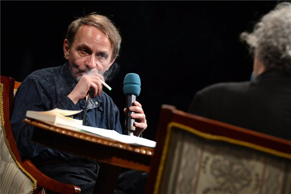 Michel Houellebecq francia író, a fesztivál díszvendége és Forgács András író (MTI Fotó: Kovács Tamás)