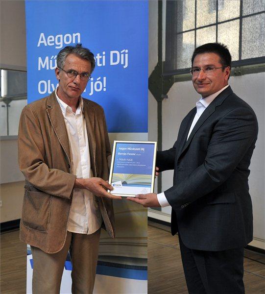 Barnás Ferenc (bal oldalon) az Aegon Művészeti Díj átadóján (MTI Fotó: Máthé Zoltán)