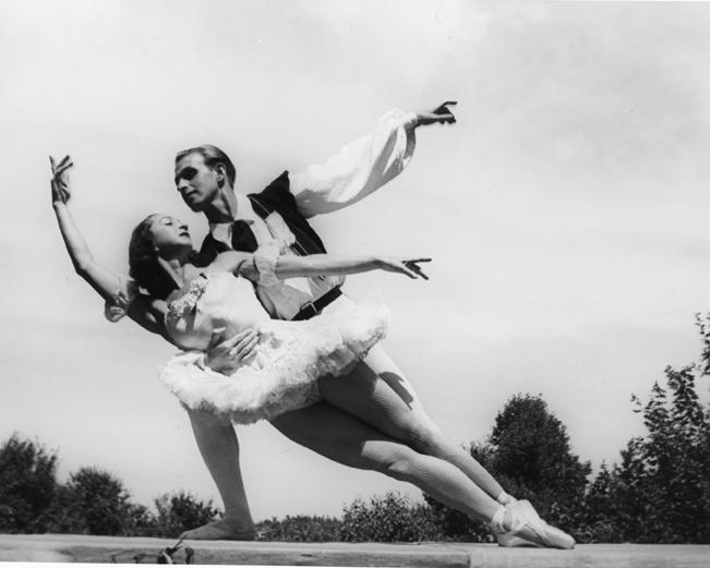 Alexandra Danilova és Frederic Franklin (Fotó: dancemagazine.com)