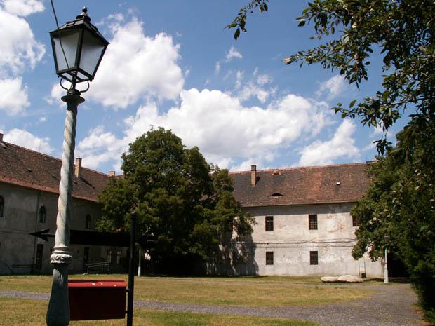A Kassák Múzeum épülete az óbudai Fő téren