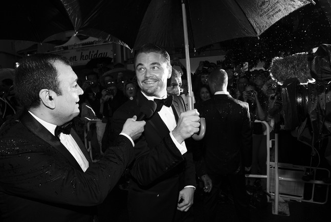Leonardo DiCapriot az eső kísérte Cannes-ba (Fotó: behindthescreen.tumblr.com)