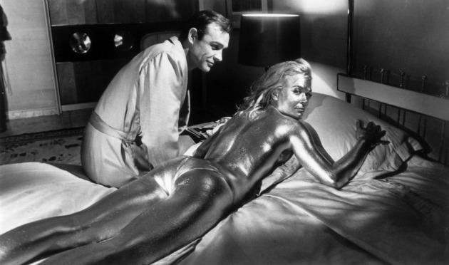 Sean Connery és Shirley Eaton - Goldfinger (1964)