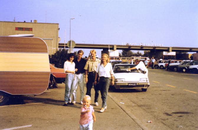 Nickelsdorfi határátkelő, 1989. szeptember 11. (Fotó: Elke Schmitz, forrás: europeana1989.eu)