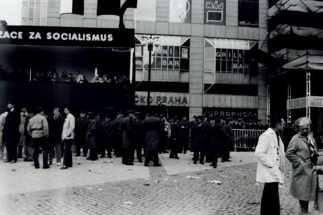 Rendőrség Prágában, 1989. május 1. (Fotó: Christer Markgraf, forrás: europeana1989.eu)