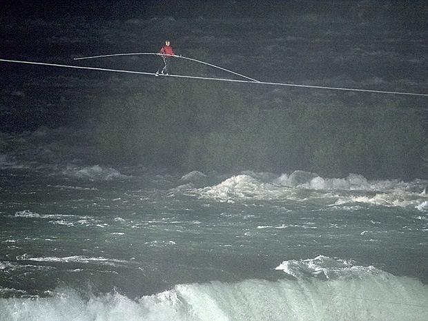 A Niagara-vízesés felett  (fotó: nationalpost.com)