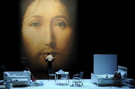 Az előadás a Trafóban (Fotó: revizoronline.com)