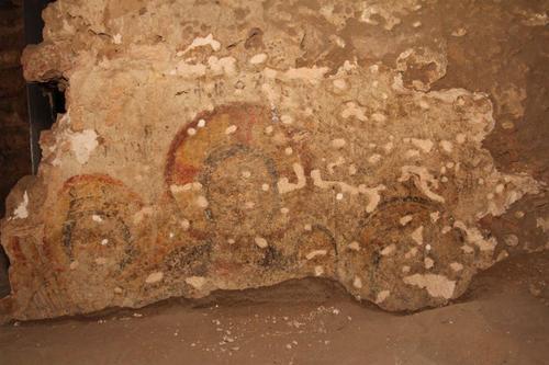 A megtalált freskó részlete (Fotó: W. Godlewski, forrás: archaeologicalnews.tumblr.com)