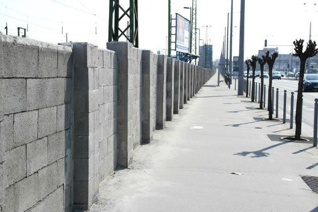 A fal a Keletinél, ami nem marad szín nélkül