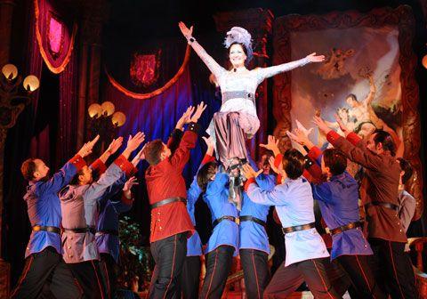 Jelenet a Csárdáskirálynőből a Budapesti Operettszínház színpadán