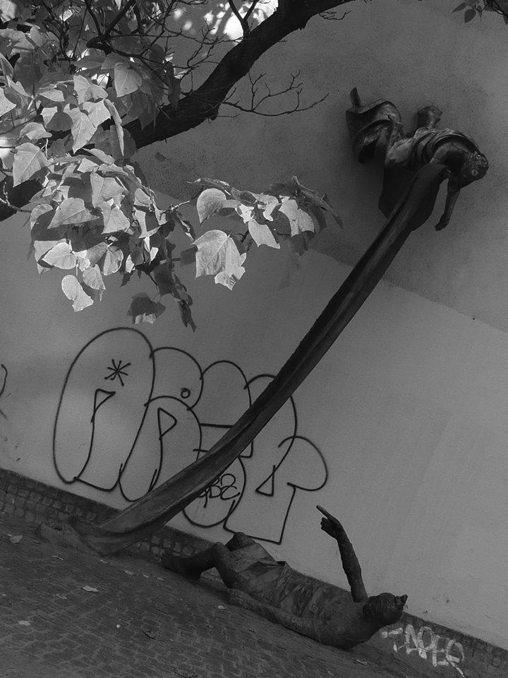 Carl Lutz-emlékmű a Dob utca és a Rumbach Sebestyén utca kereszteződésénél - Szabó Tamás alkotása (Fotó: Vizi Karolina)