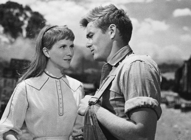 James Dean partnereként az Édentől keletre című filmben (1955)