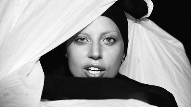 Lady Gaga az Applause klipjében