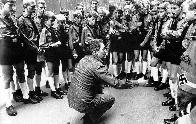 Szabó István a Mephisto rendezése közben, 1982 (Forrás: Magyar Fotóarchívum)