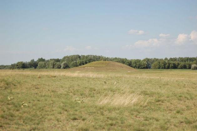 Egy jellegzetes kunhalom Bács-Kiskun megyében (Fotó: Balázs Réka, KNPI)