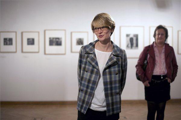 Anne Lacoste, a lausanne-i Musée de l'Elysée kurátora (MTI Fotó: Kallos Bea)
