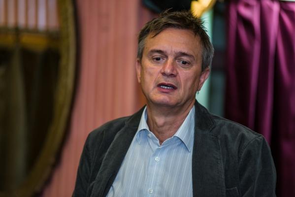 Csizmadia Tibor, a darab rendezője és a Honvéd Együttes Színészkarának művészeti tanácsadója (Fotó: Hrotkó Bálint)