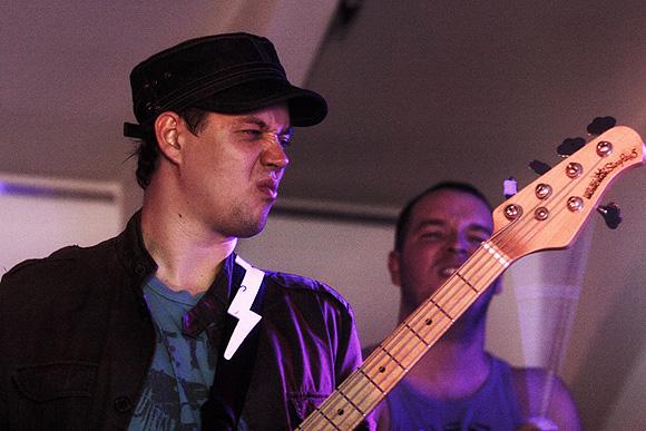 Havas Miklós a gitárnál (Fotó: vaol.hu)