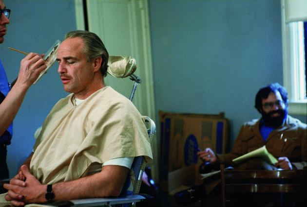 Marlon Brando és Francis Ford Coppola a sminkazstaloknál (Fotó: Steve Schapiro, forrás: huffingtonpost.com)