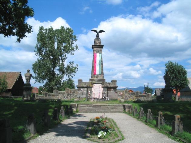 1899-ben a madéfalvi vérengzés emlékére emelt oszlop Csík-Madéfalván