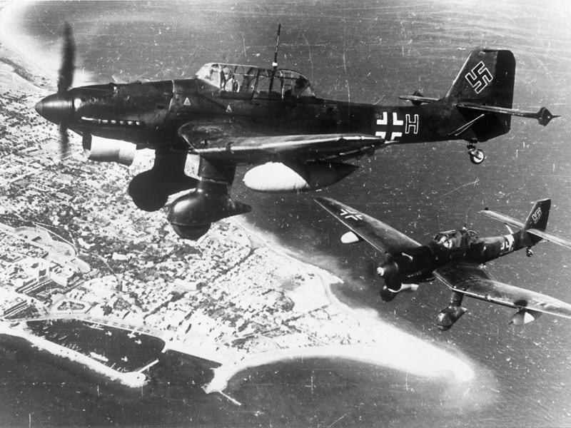 Stukák a Földközi-tenger felett, 1940-ben
