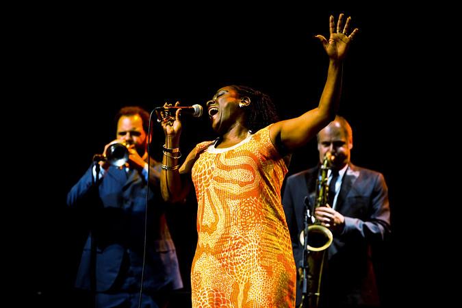 Sharon Jones és a Dap Kings (Fotó: rollogrady.com)