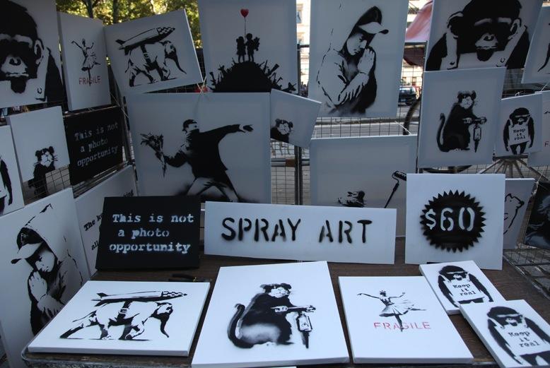 Banksy standja New Yorkban (Fotó: thisiscolossal.com)