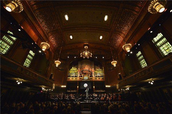 A Zeneakadémia Szimfonikus Zenekara játszik a megújult Zeneakadémiát megnyitó gálaműsoron (MTI Fotó: Illyés Tibor)