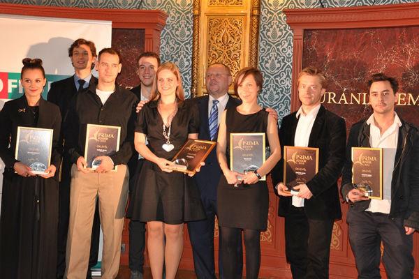 A 2013. évi Junior Prima díjasok Dr. Spéder Zoltán társaságában (fotó: Fidelio/Várhegyi András)