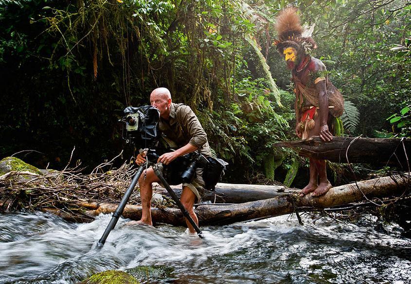 Jimmy Nelson munka közben Pápua Új-Guineán