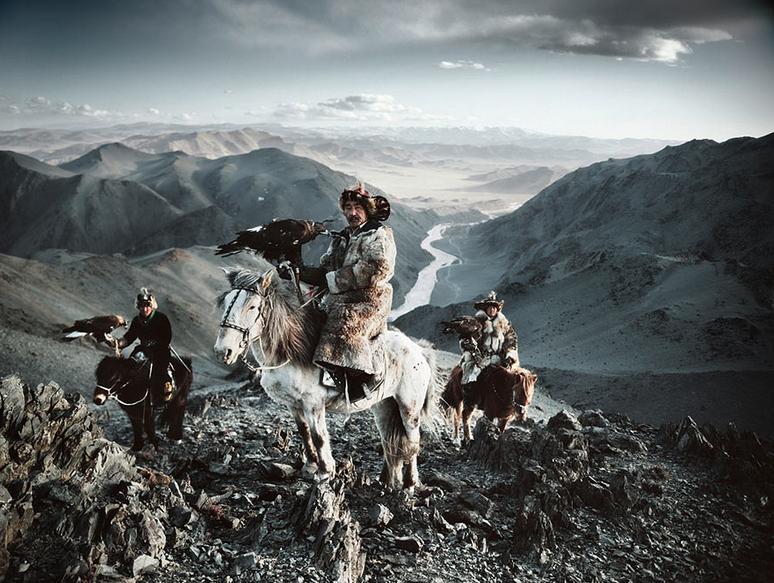 Jimmy Nelson: Solymász - A kazah népcsoport egy része Mongóliában él. Ősrégi hagyomány náluk a solymászat.