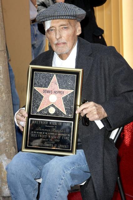 Dennis Hopper csillagot kap a Hírességek sétányán pár hónappal halála előtt