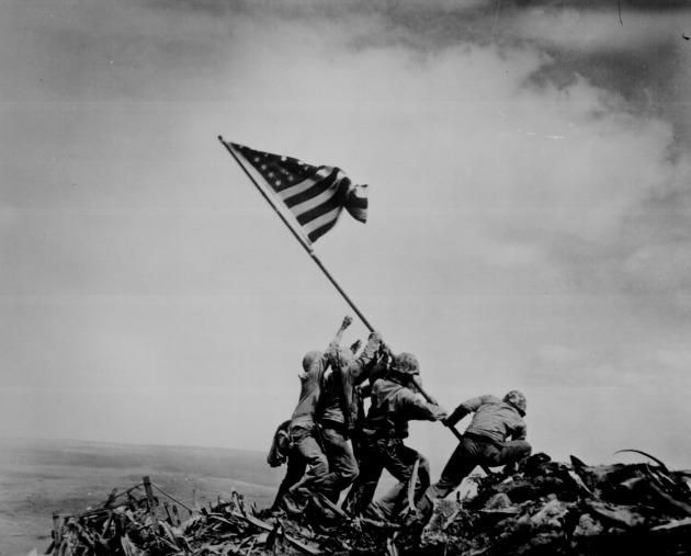 Joe Rosenthal - Zászlóállítás az Ivo Dzsima-i csatában