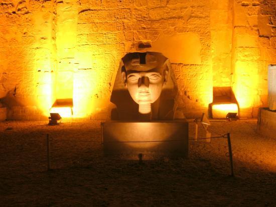Szoborfej Luxorban (A kép csak illusztráció)