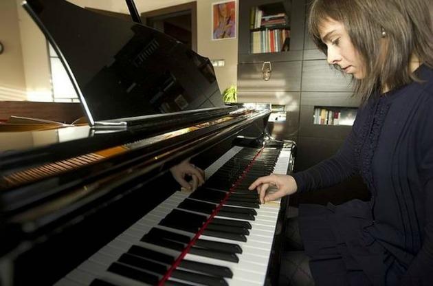 Laia Martin a zongoránál (Fotó: bellenews.com)