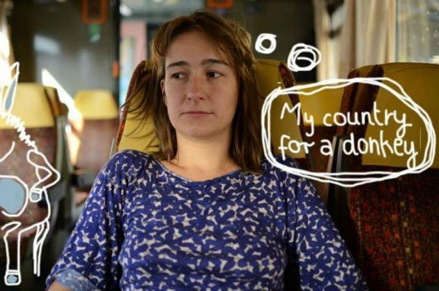 Sarah Günther úton a Rádió RŐT jelmondatával: Országomat egy szamárért! (Fotó: Fekete Hajnal)
