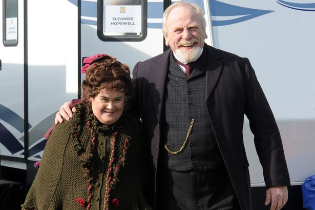 Susan Boyle és James Cosmo a 'The Christmas Candle' forgatásán (Fotó: blogs.sacurrent.com)
