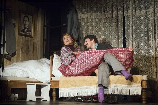 Bencze Ilona és Dányi Krisztián a Nők című színdarab próbáján (MTI Fotó: Koszticsák Szilárd)