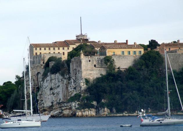 Erőd a szigeten (Fotó: it.wikipedia.org)