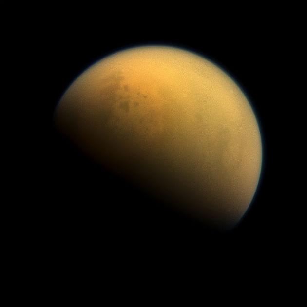 Titán a Cassini új felvételén (Fotó: hirado.hu/NASA/JPL-Caltech/Űrtudományi Intézet)